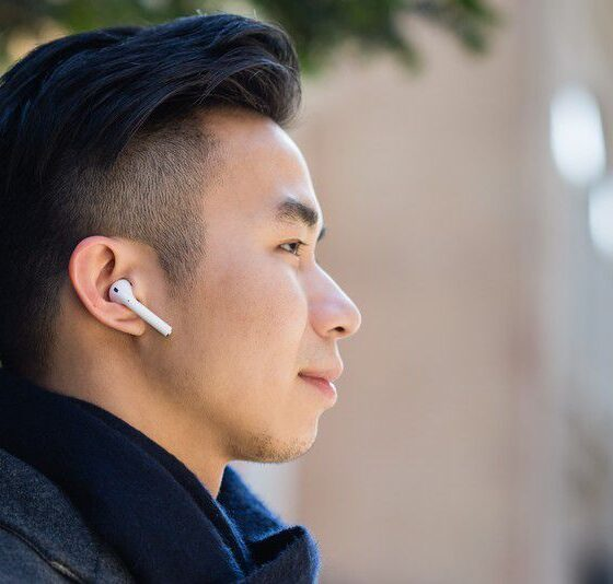 Keep Wireless Earbuds From Falling Out of the Ears
